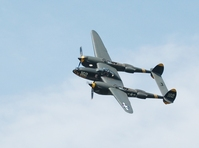 p-38-lightning-fly-by-1056346